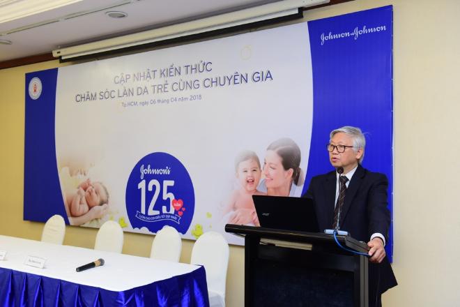 Giáo sư, tiến sĩ Nguyễn Gia Khánh phát biểu tại hội thảo Cập nhật kiến thức chăm sóc da trẻ.