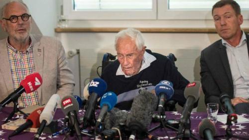 Tiến sĩ Goodall tại buổi họp báo cuối cùng. Ảnh: AFP.