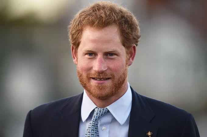 <p> Hoàng tử Harry thấp hơn Hoàng tử William đôi chút. Anh cao 1,86 m.</p>