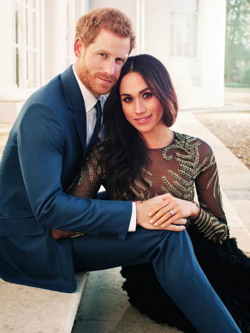 Meghan Markle bên chồng tương lai, Hoàng tử Harry. Ảnh: Daily Express.