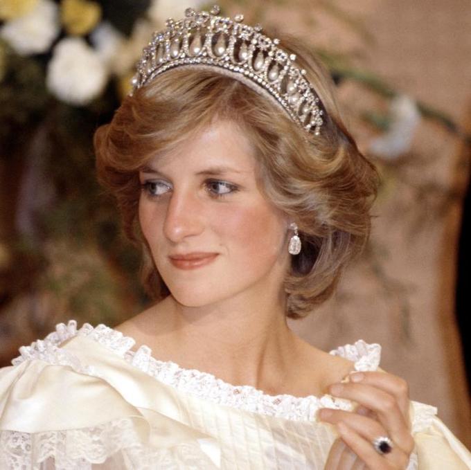 <p> Sinh thời, Công nương Diana cao 1,78 m. Vóc dáng cao là lý do khiến bà không thể trở thành diễn viên múa ballet như mơ ước thuở nhỏ.</p>