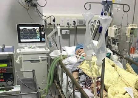 Bệnh nhân đang được điều trị tích cực tại Bệnh viện Bạch Mai. Ảnh bệnh viện cung cấp.