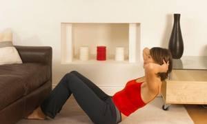 Biến tấu động tác plank tập với ghế sofa