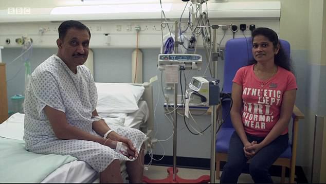 Joy và vợ trước ca ghép tim. Ảnh: BBC.