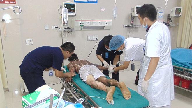 Bệnh nhân bị bỏng xăng. Ảnh: L.Q