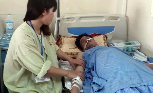 Bệnh nhân ung thư đại trực tràng đang điều trị ở bệnh viện. Ảnh: N.P.