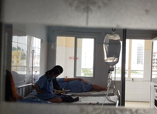 5 bệnh nhân nhiễm cúm A/H1N1 được điều trị cách ly tại Bệnh viện Từ Dũ sáng 4/6, dự kiến xuất viện trong hôm nay. Ảnh: Lê Phương.