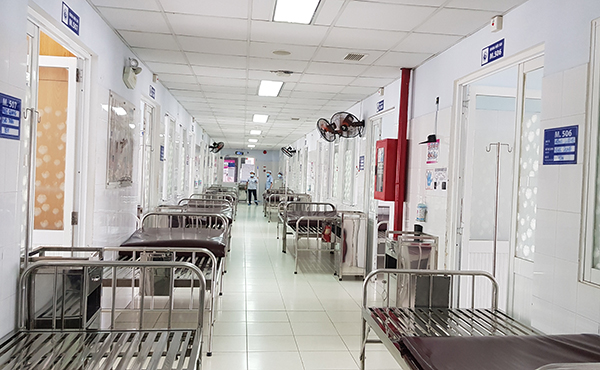 Khoa Nội soi ngưng nhận bệnh những ngày qua, tiến hành khử khuẩn để hoạt động trở lại chiều 4/6. Ảnh: Lê Phương.