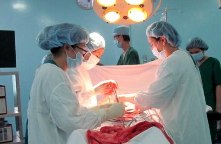 Cứu sống thai phụ thai ngoài tử cung vỡ choáng. Ảnh: C.K