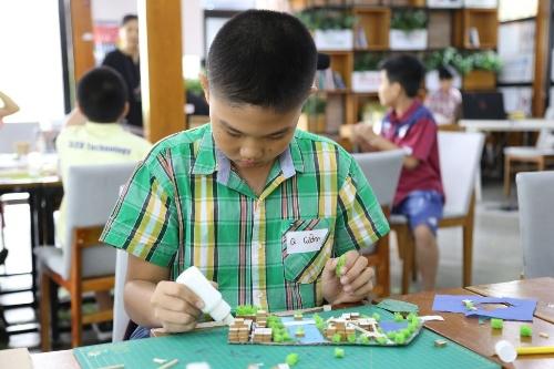 Trẻ sáng tạo thành phố thông minh và thân thiện với trẻ em. Ảnh: C.K
