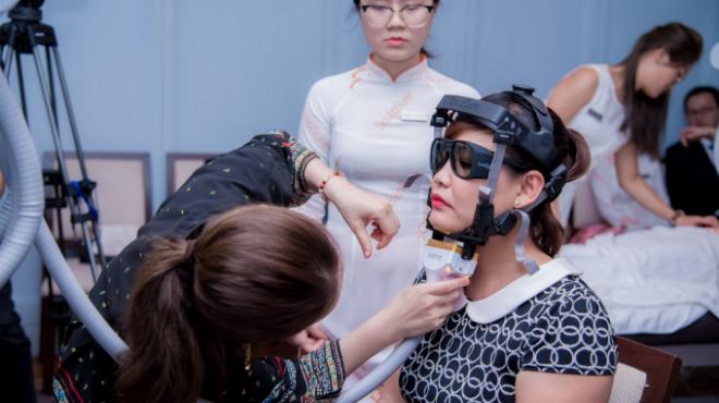 Giới thiệu Laser SculpSure với đầu trị liệu mới dành cho vùng nọng cằm tại Hội nghị thẩm mỹ quốc tế APAC ở TP HCM hôm cuối tháng 5.