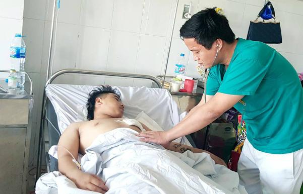 Bệnh nhân đang được hồi sức tại bệnh viện. Ảnh: Bệnh viện cung cấp.