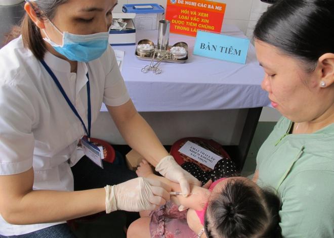 Hiện trẻ được sởi mũi đầu tiên khi được 9 tháng tuổi. Ảnh: N.Phương.