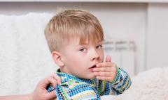 4 sai lầm khi dùng thuốc kháng sinh chữa ho cho trẻ