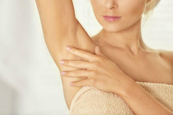 Các phương pháp cắt bỏ hay hút tuyến mồ hôi đều không thể trịhoàn toàn căn bệnh viêm cánh. Ảnh: SM