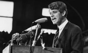 Ca cấp cứu Thượng nghị sĩ Mỹ Robert F Kennedy gây tranh cãi 50 năm