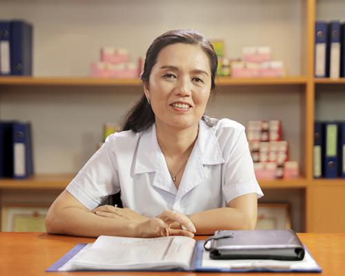 Theo bác sĩ, Nguyễn Thị Diệu Thúy - Trưởng bộ môn Nhi Đại học Y Hà Nội, trẻ được bú mẹ, tiêm phòng đủ... sẽ tăng cường hệ miễn dịch.