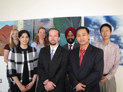 TS. Phan Minh Liêm (ngoài cùng bên phải) cùng các đồng nghiệp tai    Trung tâm điều trị ung thư MD Anderson (Mỹ).