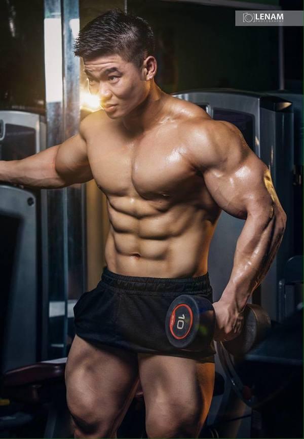 Chàng trai ăn ức gà tập gym tăng cân lên 100 kg