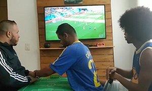 Cách xem World Cup đặc biệt của cổ động viên vừa điếc vừa mù
