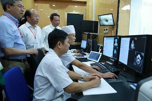 Máy chụp cắt lớp được điều khiển bằng phần mềm hiện đại.