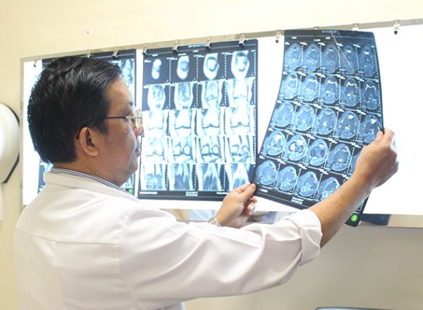 Ở giai đoạn sớm Xquang thường quy không phát hiện được các bệnh lý xương khớp mà phải cần tới chụp phim MRI