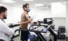 Siêu sao Neymar và tuyển Brazil đeo mặt nạ chạy bộ trước World Cup