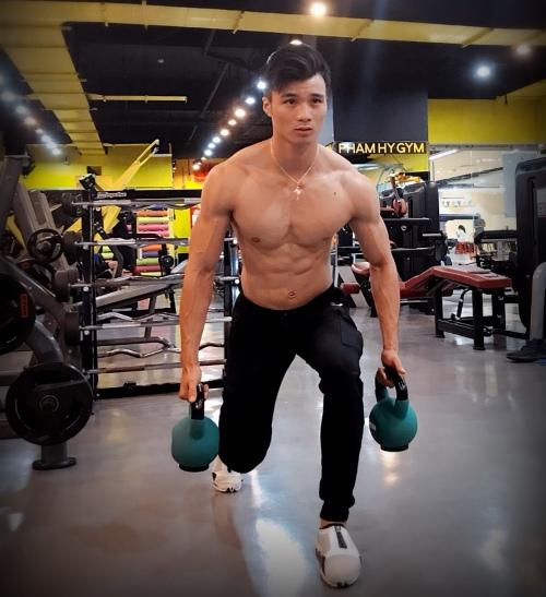 Huỳnh Tấn Phát cải thiện bệnh viêm xoang, có vóc dáng vạm vỡ sau 7 năm luyện tập. Ảnh: C.K
