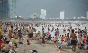 Làm thế nào để tránh bị mẩn ngứa khi tắm biển?