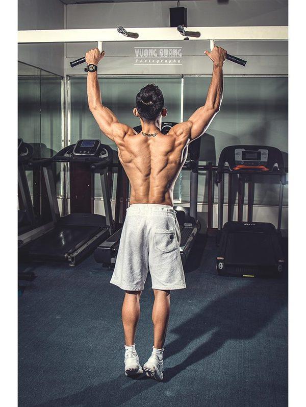 Chàng trai Sài Gòn khổ luyện gym để thành quán quân thể hình