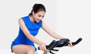 Tập đạp xe trong nhà để dáng gọn như Phạm Hương