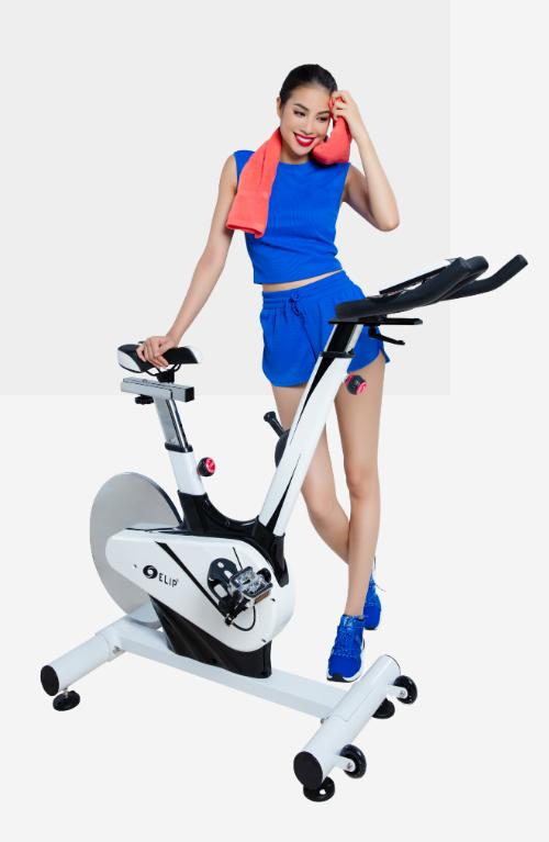 Xe đạp tập thể dục Elip tại nhà giúp Hoa hậu dễ dàng tập luyện mọi lúc, giảm căng thẳng và giữ vóc dáng. Tìm hiểu thêm các dòng xe đạp tập thể dụctại đây.