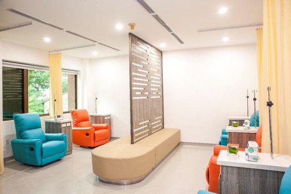 Khu vực hóa trị thoải mái và yên tĩnh cho bệnh nhân truyền thuốc tạiPhòng khám Singapore - Vietnam center.