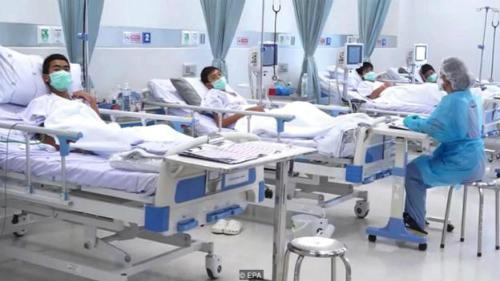 Đội bóng Thái Lan được chăm sóc trong phòng cách ly. Ảnh: EPA.