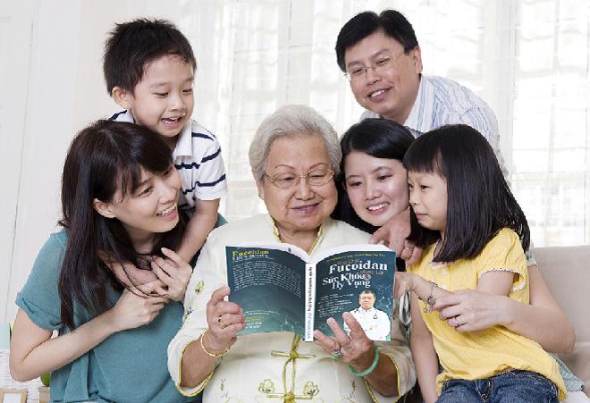 Quyển sách Hợp chất Fucoidan mang lại sức khỏe và hy vọng đúc kết những