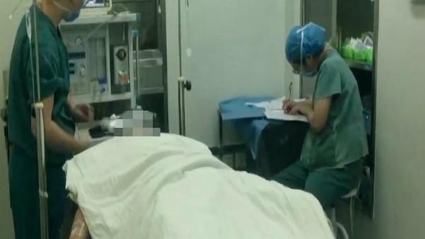 Anh Li vẫn đang được theo dõi tại bệnh viện. Ảnh: Knews.