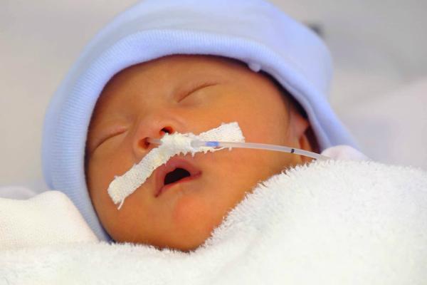 Bé gái kháu khỉnh chào đời sau 4 lần mang thai của chị Oanh. Ảnh: Lê Phương.