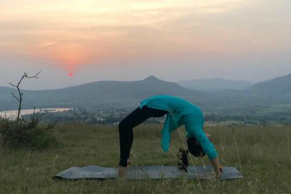 Tập yoga là một thói quen lành mạnh bạn nên theo đuổi và thường xuyên luyện tập. Ảnh: Cẩm Anh
