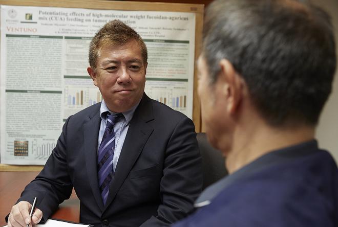 Tiến sĩ, bác sĩ Daisuke Tachikawa điều trị cho nhiều bệnh nhân ung thư và chứng kiến nhiều trường hợp bệnh chuyển biến tích cực.