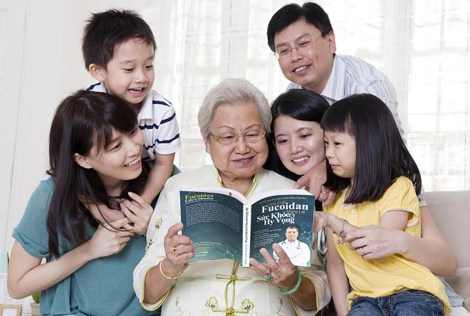 Quyển sách Hợp chất Fucoidan mang lại sức khỏe và hy vọng ghi chép lại nhiều câu chuyện của bệnh nhân ung thư nỗ lực trong cuộc chiến chống ung thư.