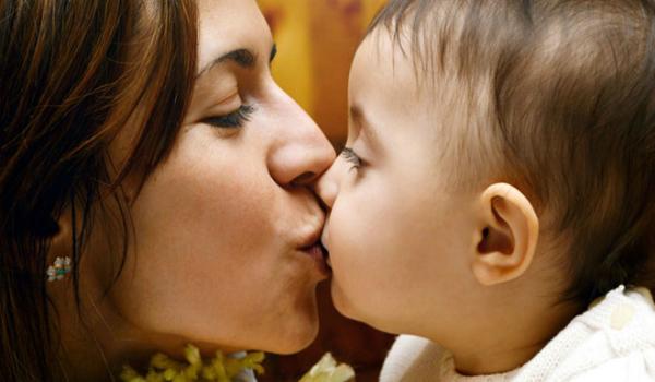 Khi hôn,vi khuẩn và virus có thể xâm nhập từ đường miệng và lây nhiễm nhiều căn bệnh. Ảnh: DAW