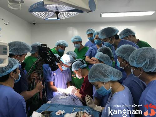 Đội ngũ y bác sĩ tay nghề caosẽgiúp đỡ các thí sinh lột xác.