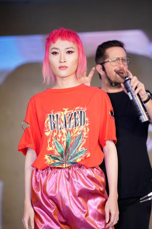 Trần Ngọc Sang tham gia chương trình mong muốn được chỉnh sửa khuôn mặt trở nênnữ tính.