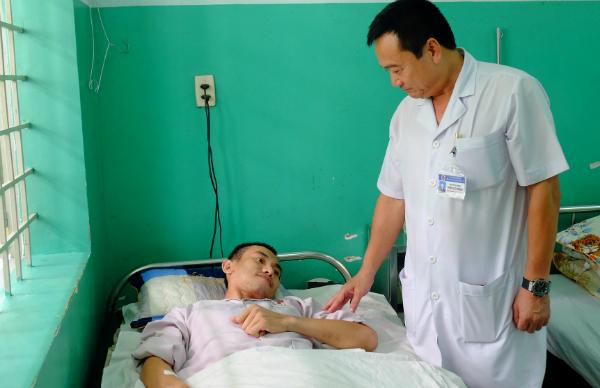 Bệnh nhân hồi phục sau quá trình điều trị gian nan. Ảnh: Lê Phương.