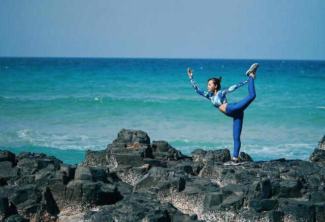 Yoga trở thành bạn đồng hành của Yến trong những chuyến đi. Ảnh: Y.N