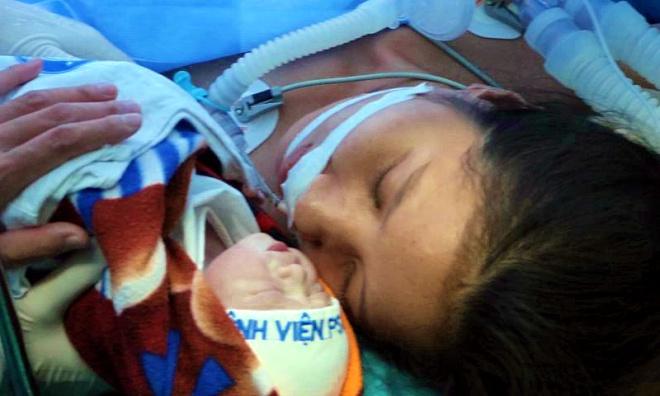 Bé gái chào đời nặng 2,8 kgkhỏe mạnh. Ảnh: Bệnh viện cung cấp.