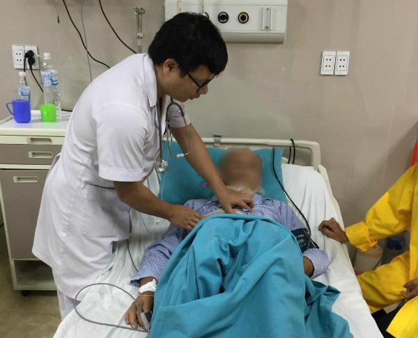 Bệnh nhân đang được theo dõi tại bệnh viện. Ảnh: LQ.