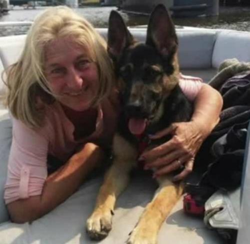 Sau khi tiếp xúc với nước bọt chó, Sharon Larson bị nhiễm trùng dẫn đến tử vong. Ảnh: scallywagandvagabond.com.