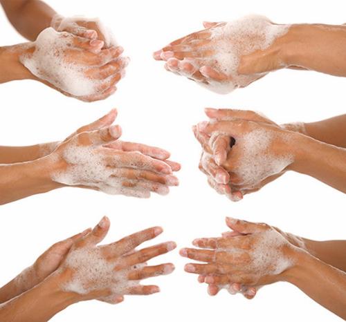 Trẻ nên học thói quen rửa tay hàng ngày để bảo vệ sức khỏe.