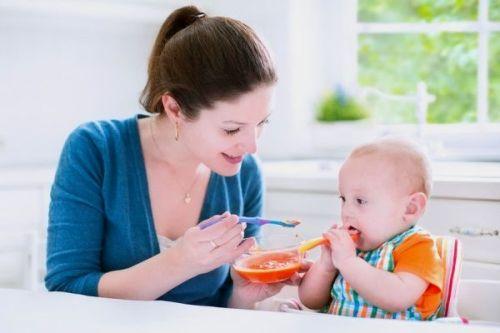 Trẻ ho mẹ nên cho ăn gì.